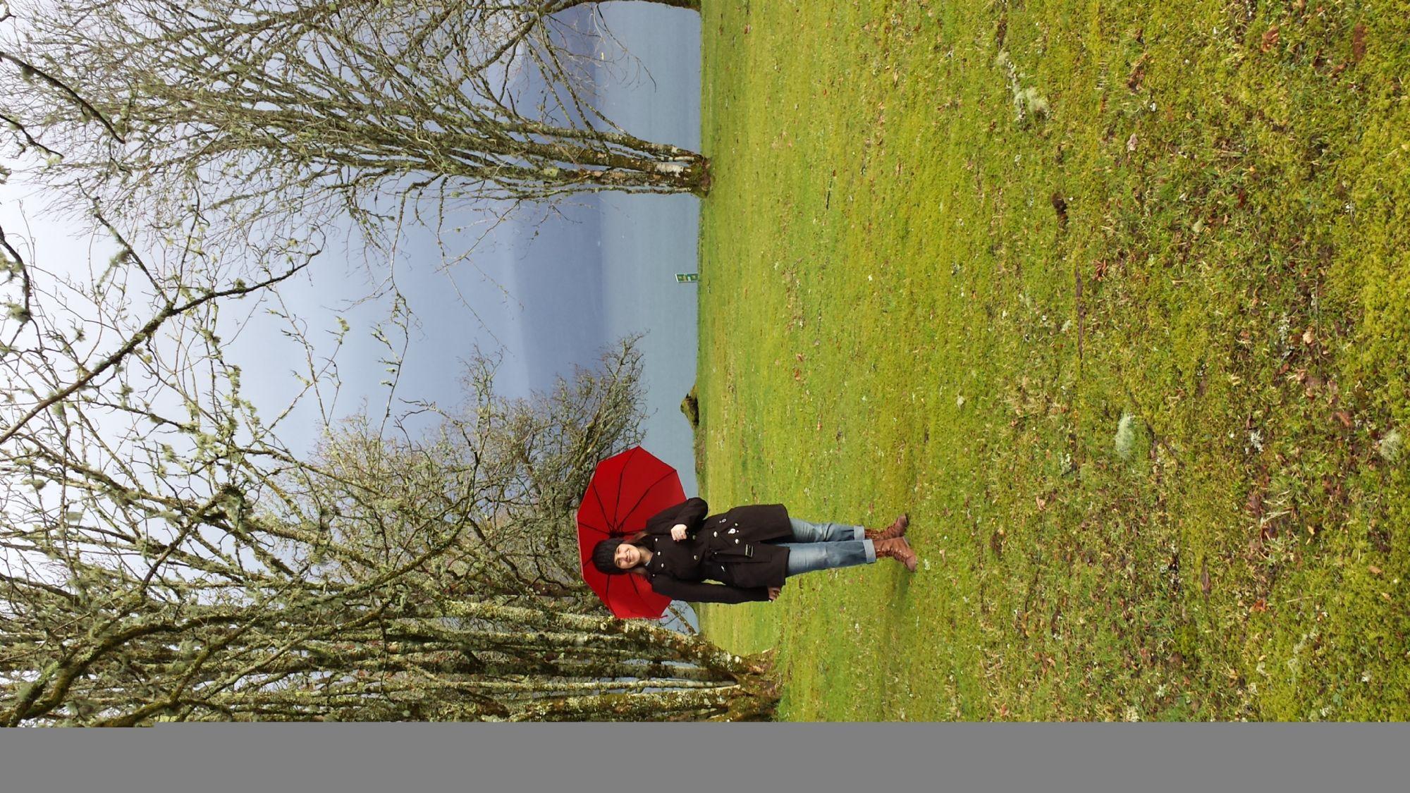 A red umbrella in Inveraray