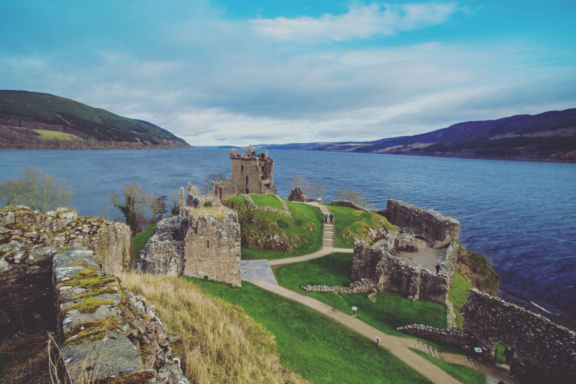 Urquhart castle facing lochnes