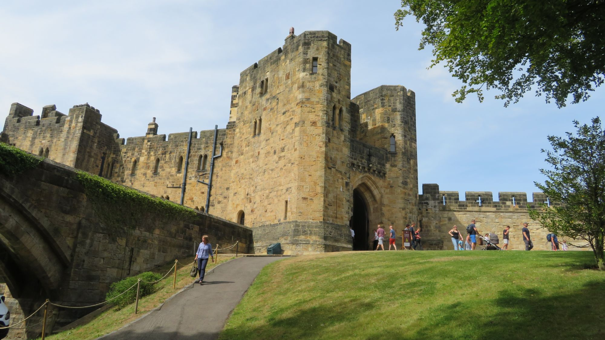 The Entrance to the Castle ...
